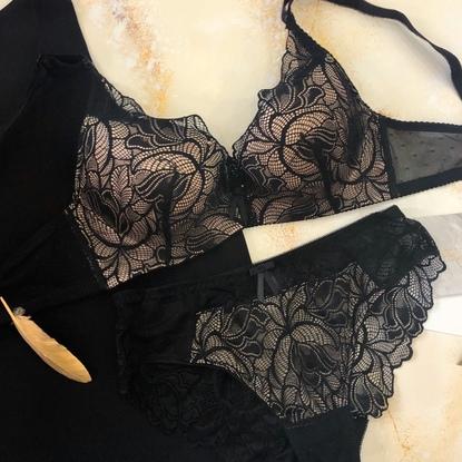 Lady in black 118