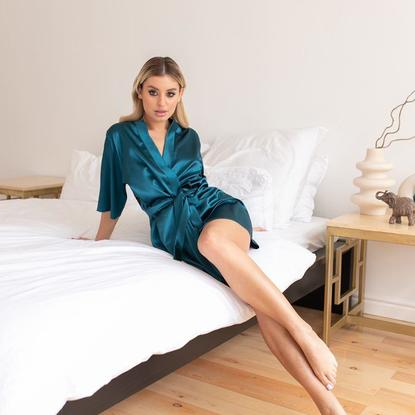 LADY IN GREEN 262